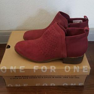 TOMS boots sz 8.5
